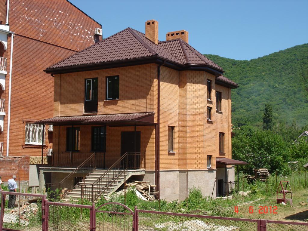 Поэтапное строительство дома из кирпича фото луковичное
